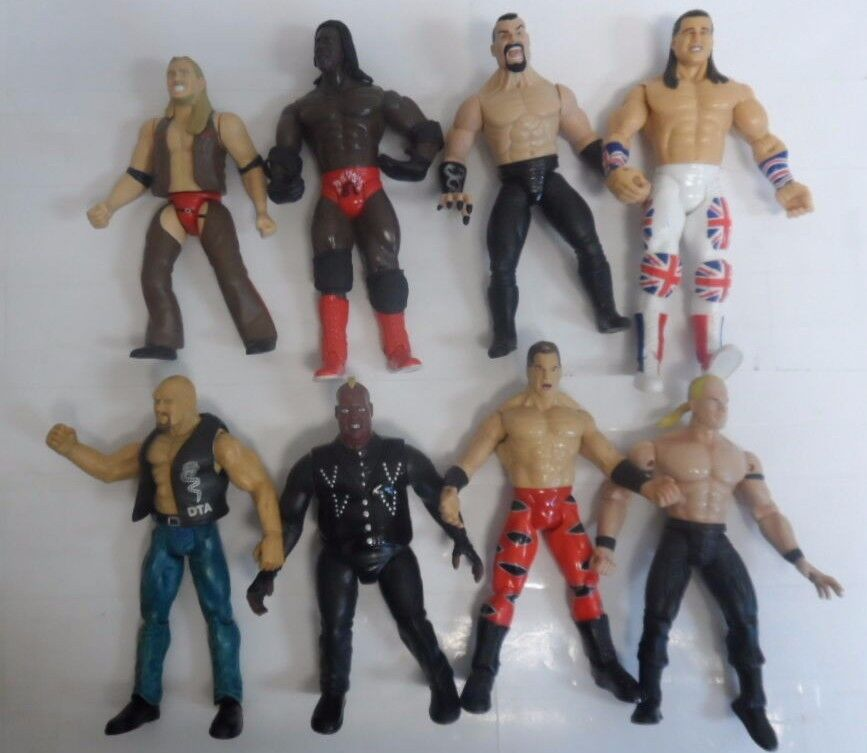 VINTAGE LOT OF 8 WWE ACTION FIGURES WRESTLING 7   9784-1 A   9