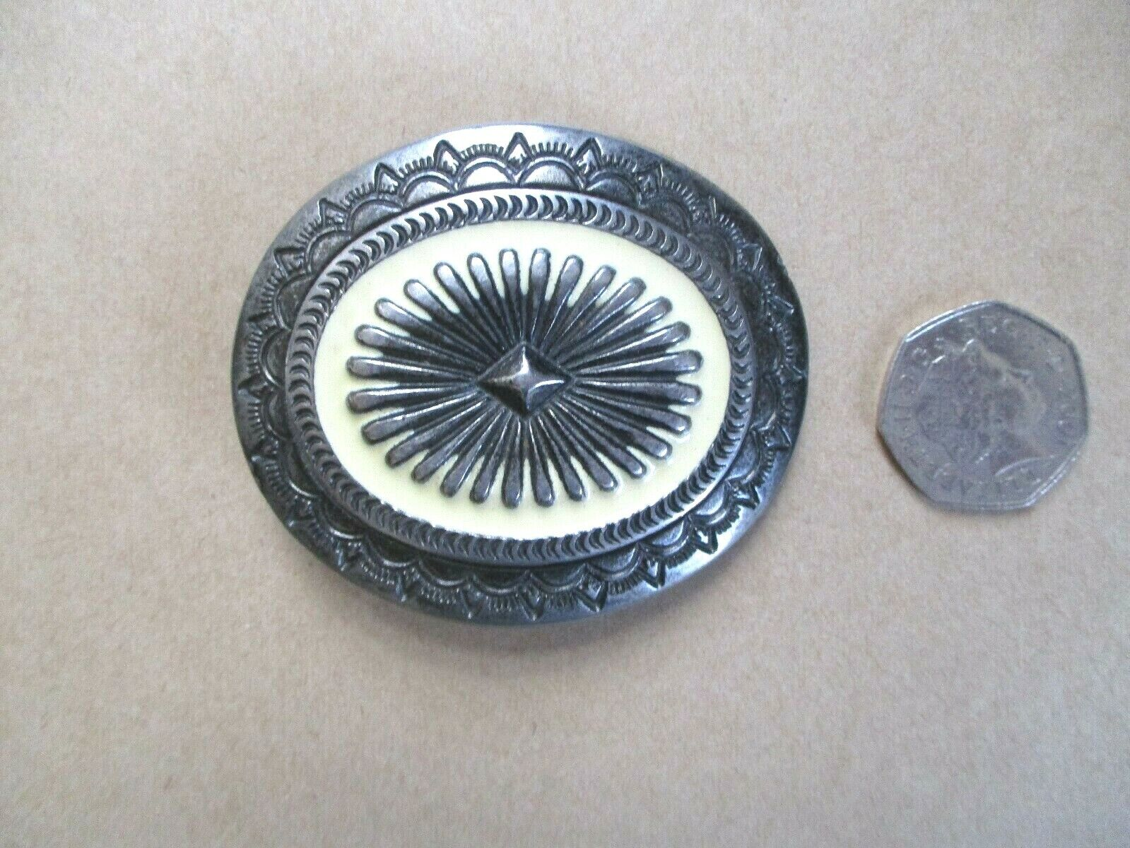 BEAUTIFULLY PATTERNED SMALL BELT BUCKLE PROBABLY FOR A FEMALE