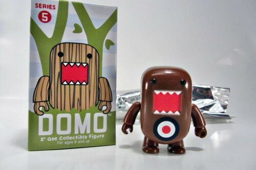 "DOMO Toy2R DOMO 2/"" Qee Series 5 FIGURE TARGET brown"