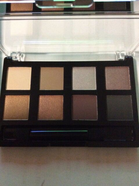 AVON TRUE COLOUR EYESHADOW 8 in 1 EYESHADOW PALETTE