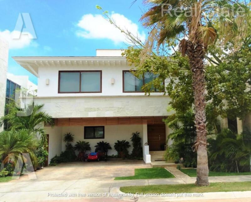 Casa en Venta/Renta  AMUEBLADA Y EQUIPADA de 3 Recámaras, Estudio TV, Frente Canal en Puerto Cancún,