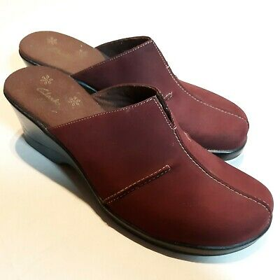 Strict Clarks Women's Maroon Suede Leather Slip On Clogs Mules Shoe Size 9 M Euc Nwob Comfort Shoes