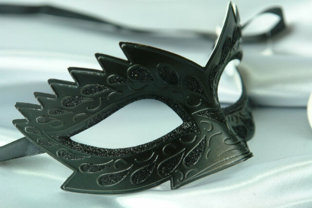 MENS OR LADIES BLACK SPIKEY VENETIAN MASQUERADE PARTY EYE MASK PETITE HALLOWEEN
