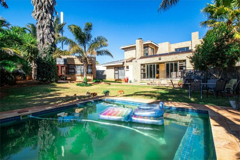 5 Bedroom Home For Sale in Washington Drive Northcliff