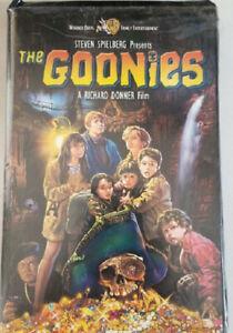 The Goonies Vhs Clam Shell Starring Astin Feldman Brolin 85391327530 Ebay