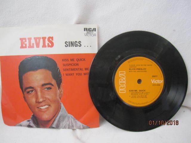 ELVIS PRESLEY SINGS VINYL EP RECORD 7