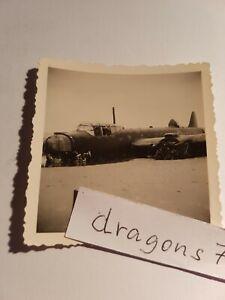 Foto-Holland-41-Ameland-Polizei-Zoll-Flugzeug-engl-Bomber-am-Strand-gelan-orig