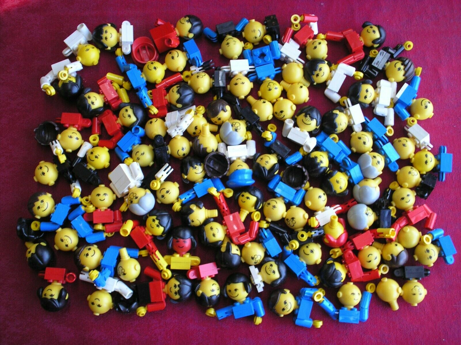 Lot 84 Personnages LEGO VINTAGE Homemaker minifig Maxifig 685px2 685px4 685px1