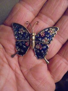 Petit Papillon Aux Ailes Emaillées Jolie Broche De Corsage Avoir Une Longue Position Historique