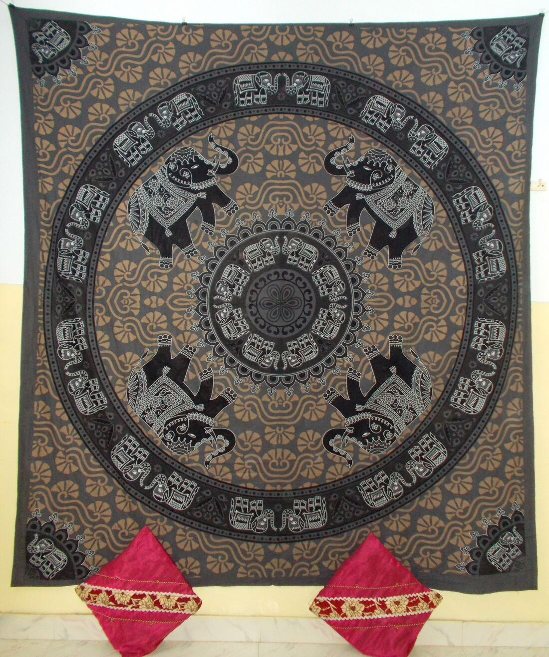 Indian wall hanging tapestry elephants print queen bed for Fomic sheet wall hanging