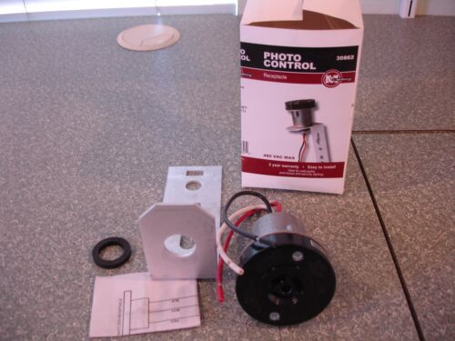 NEW Mulberry Photo Control Receptacle and Mounting Bracket #30862