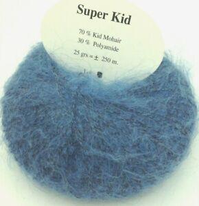 10 pelotes de  fil soie  couleur bleu canard fabriqué en France