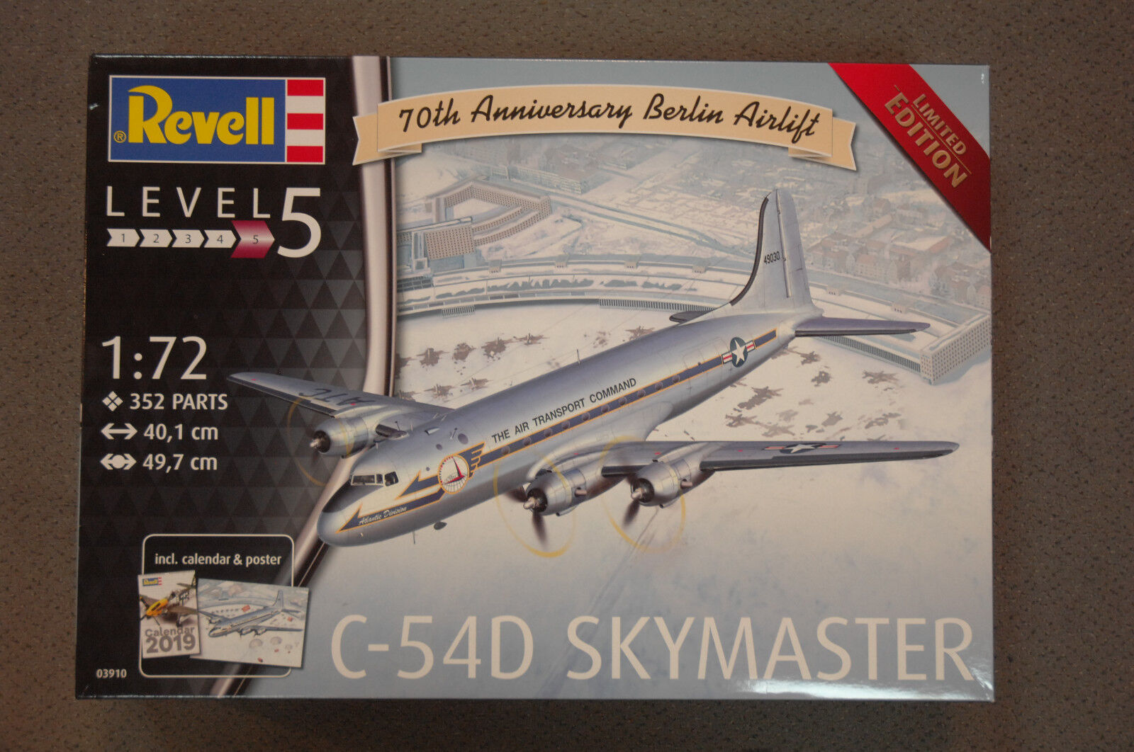 Revell 03910 C-54D Berlin Skymaster Kit 1 72 New