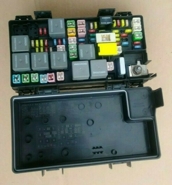 2010 Caravan Town Country Journey Totally Integrated Module Fuse Box 04692305af