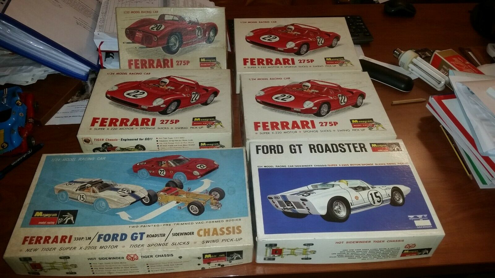 Raro lote de década de 1960 Monogram Ferrari 1 24-1 32, Ford, Porsche Scalextric Kit