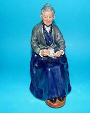 ROYAL DOULTON ornament Figurine ' The cup of tea '  HN2322 1st Quality