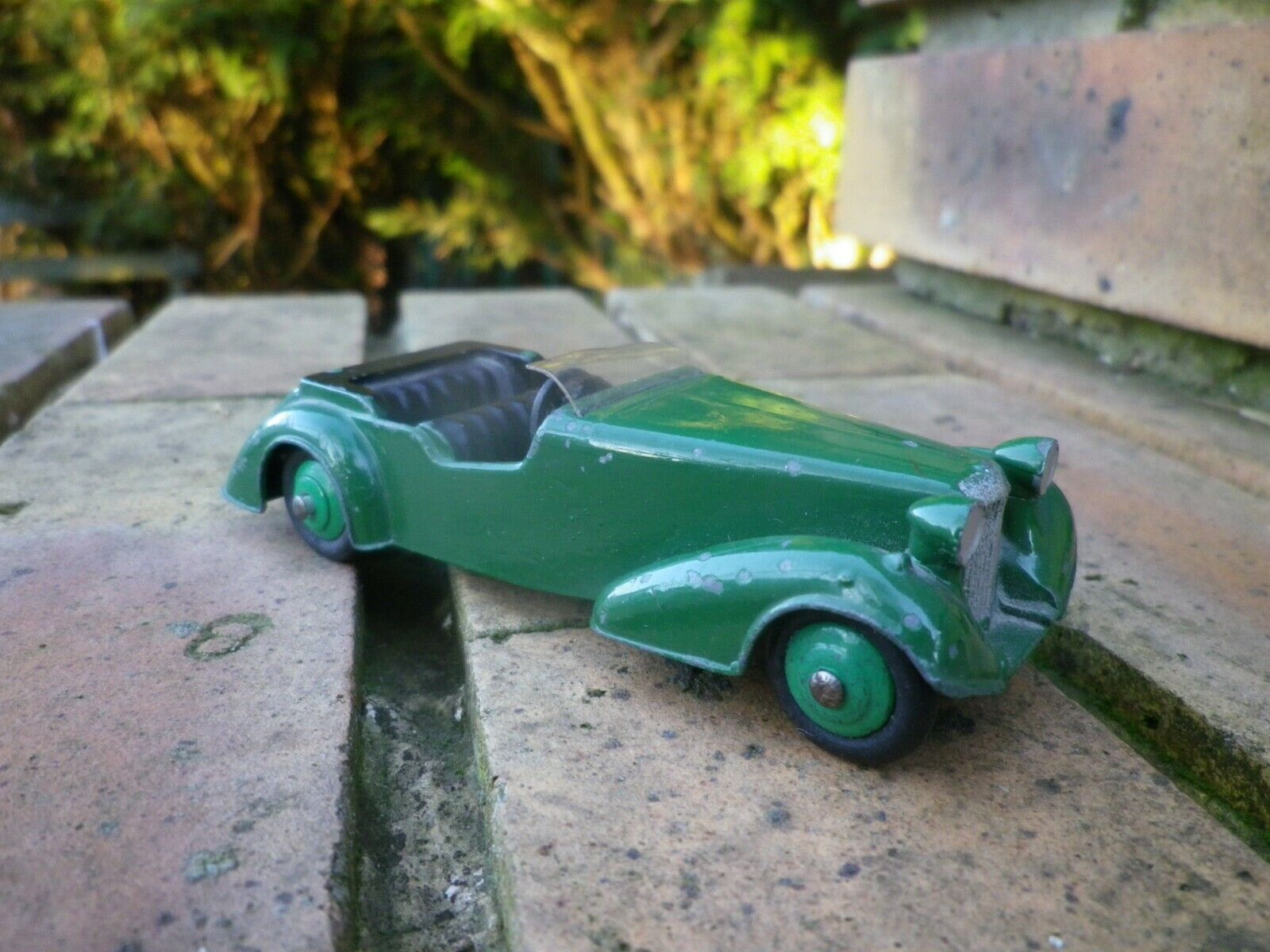Dinky toys 38 d alvis space tourer made in england 1946 good original condition