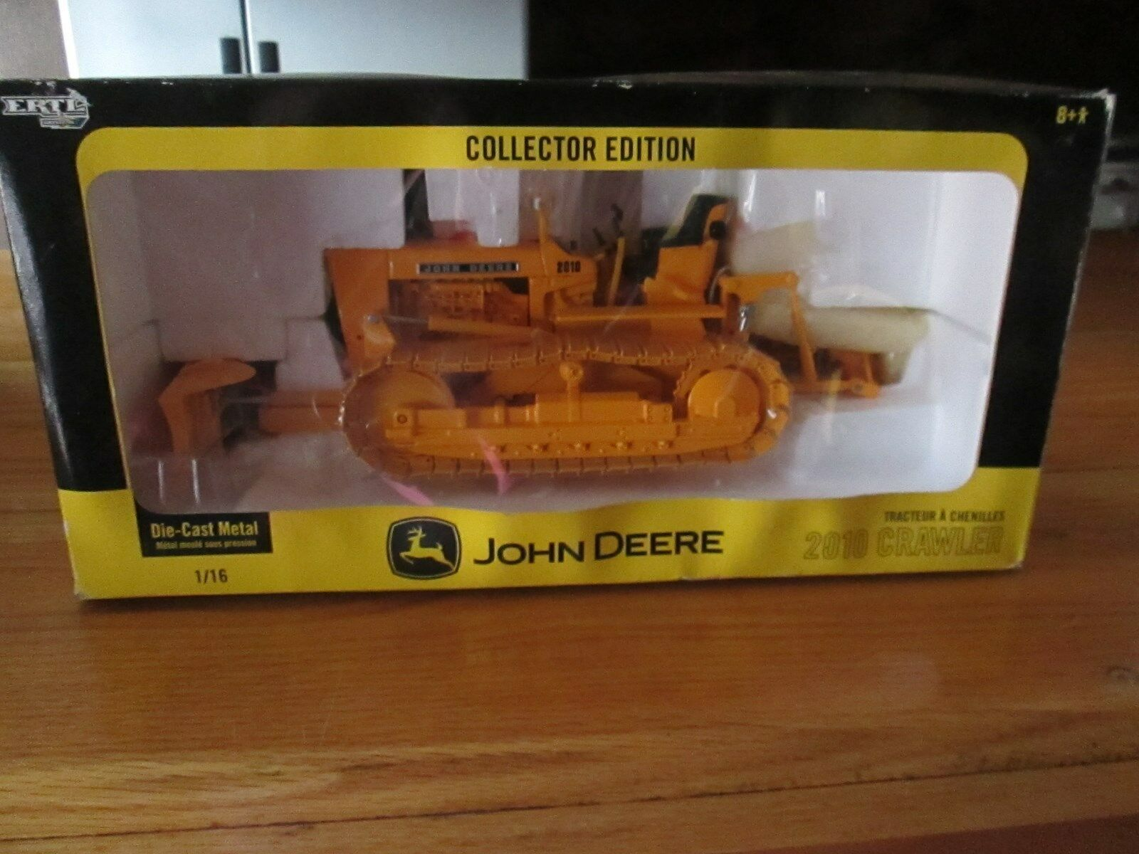 C28 ERTL John Deere 2010 Crawler collector edition diecast 1 16 New in Box 15472 A
