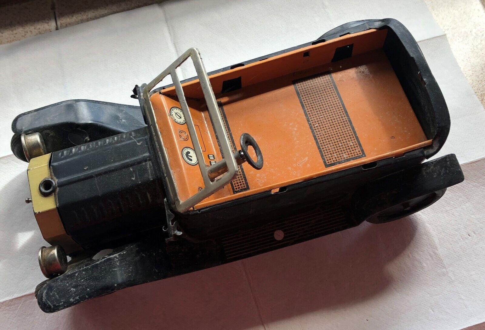 Ford T Vintage Juguete De Hojalata Hecha En Japón 23 Cm. X 11,5 Cm. a un lado