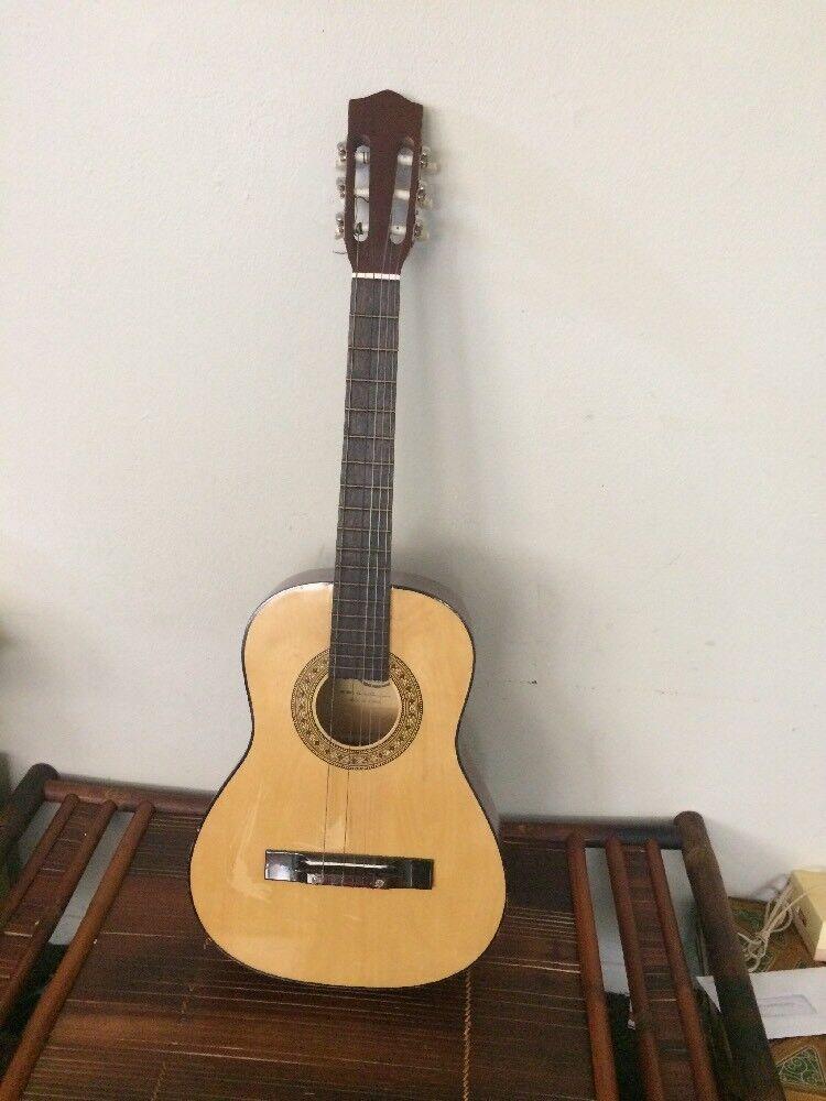 Acoustic Hondo Guitar Model H305 Wooden Made In Korea 37
