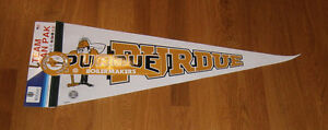1980-039-s-Purdue-Boilermakers-pennant-Fan-Pack-w-button-bumpr-sticker-still-carded