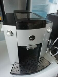 Jura-Impressa-F-70-Kaffeevollautomat-mit-12-Monate-Gewaehrleistung