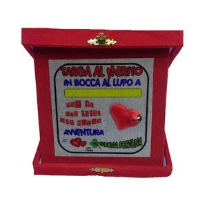 NUEVA-ACTIVIDADES-039-placa-un-al-merito-personalizable-en-boca-lobo-roja-14x14-cm