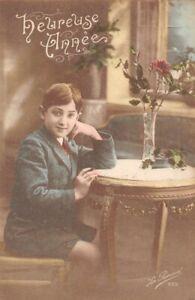 CPA-Fantaisie-Heureuse-Annee-Portrait-d-039-un-petit-garcon-assis