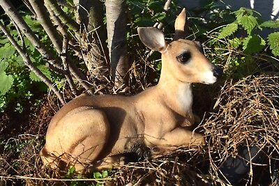 Reh liegend Gartenfigur Deko Rehkitz Wildtiere Tierfigur Bambi Waldtier L 22 cm