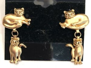 CREATIVE-SOLID14K-YELLOW-GOLD-MUTED-DIAMOND-CUT-FINISH-WHIMSICAL-CAT-EARRINGS