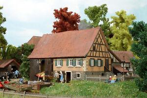 BUSCH-1504-Fermette-du-hameau-noir-H0-neuf-emballage-d-039-origine