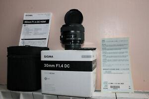 Sigma-ART-30-mm-1-4-Nikon-boite-filtre-UV