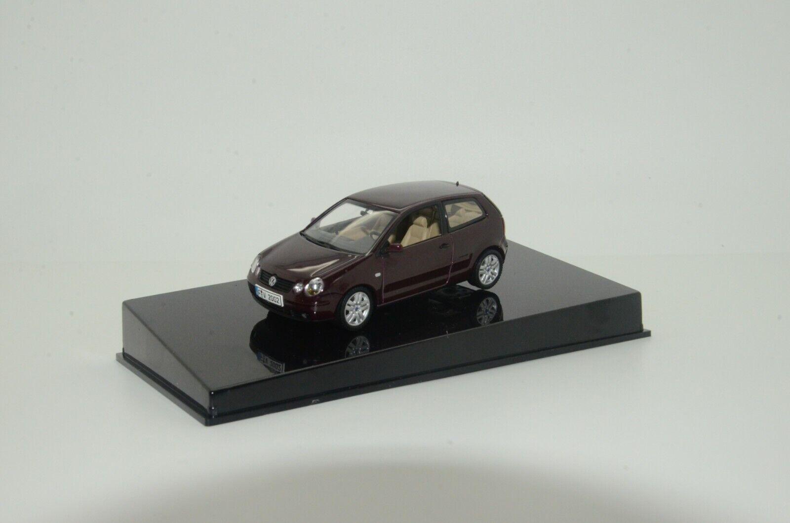 RARE     VW Polo AutoArt Dealer Version  1 43