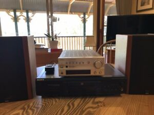 Sony-CD-Disk-player-with-Quart-speakers