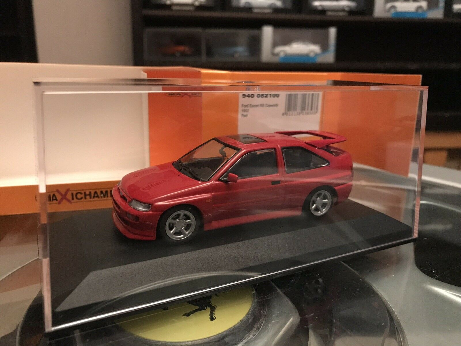 Maxichamps Ford Escort RS Cosworth 1992 Red 1 43 MIB 940 082100