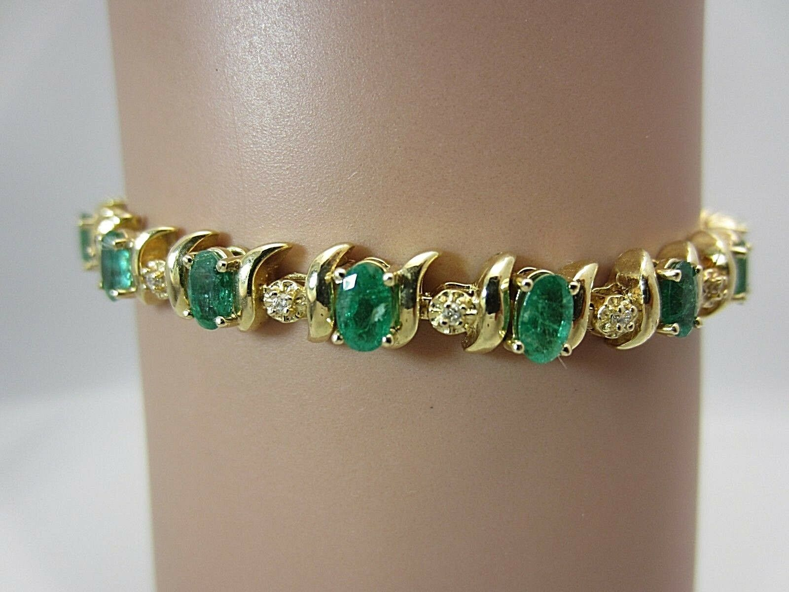 14K Yellow gold Colombian Emerald and Diamond Bracelet 4.50 Carats