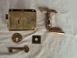 Serrure ancienne en bronze en forme de chauve-souris,,serrure et clé