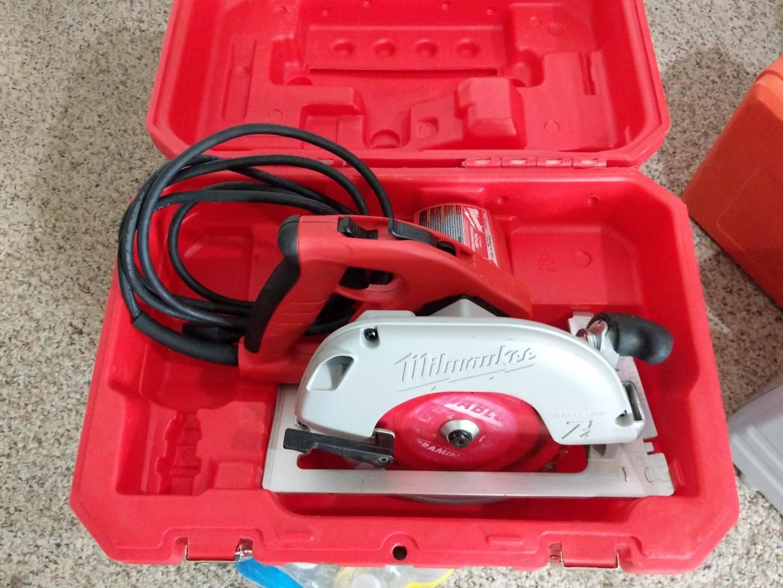 Milwaukee 6390-20 7-1 4  Tilt-Lok Adjustable Handle Circular Saw