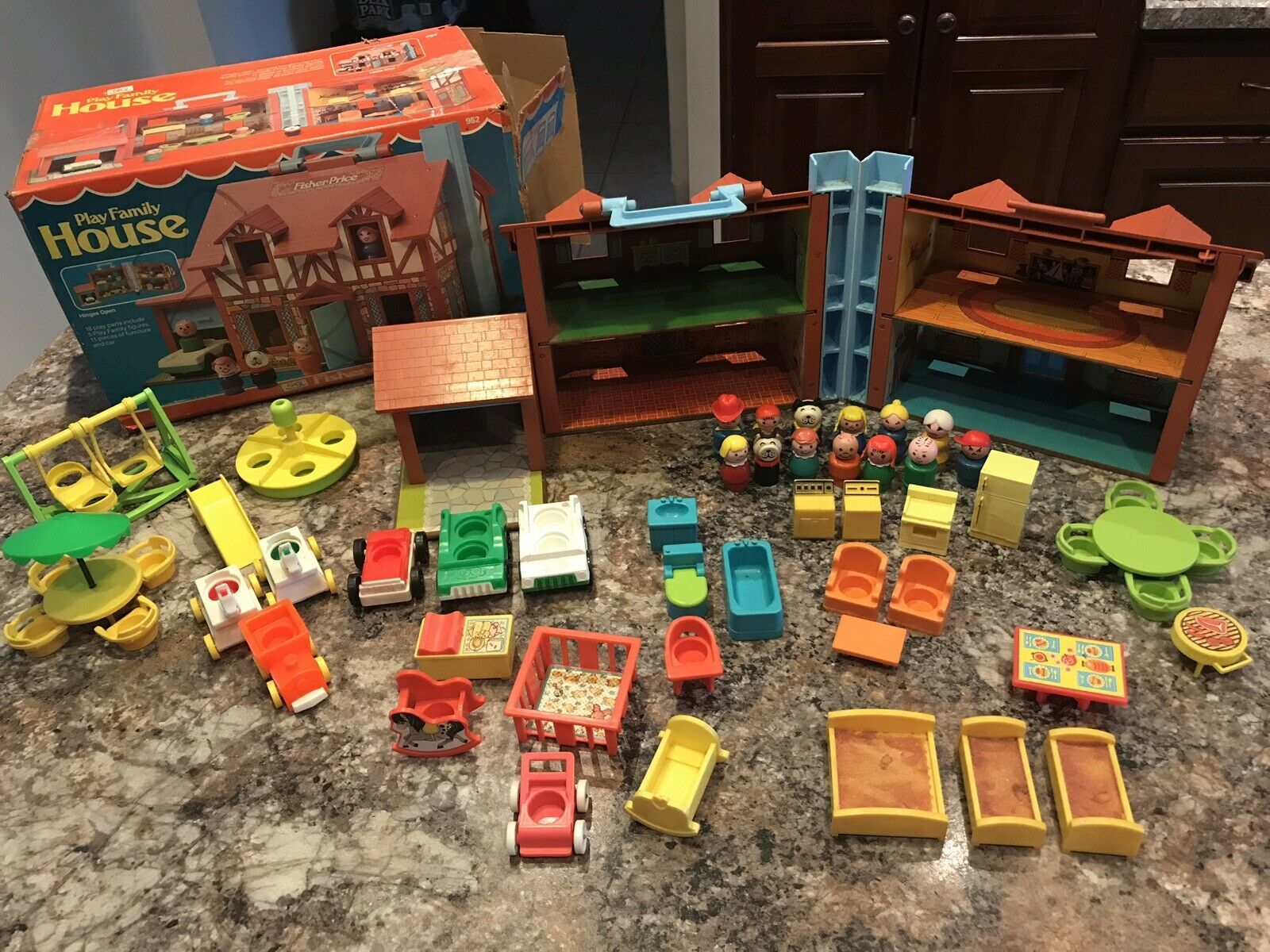 VTG Fisher Price Little People Play Family House TUDOR % COMPLETE W  BOX