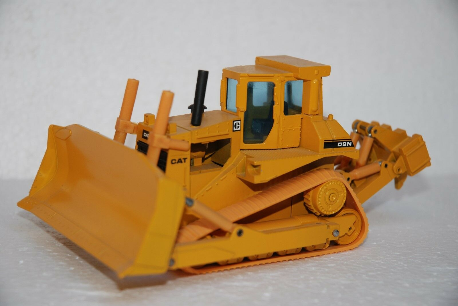 1 50 NZG Dozer Caterpillar Dozer D9N i° Version