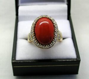 Ladies-Vintage-Heavy-18-carat-Large-Coral-And-White-Stone-Dress-Ring-Size-S