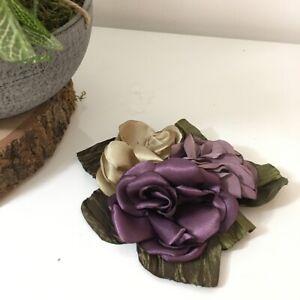broche 3 rose couleur prune cérémonie mariage communion bapteme