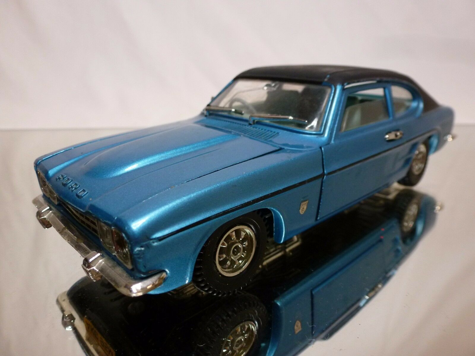 DINKY TOYS 2162 FORD CAPRI GXL - RHD - METALLIC blueeE 1 25 - GOOD CONDITION