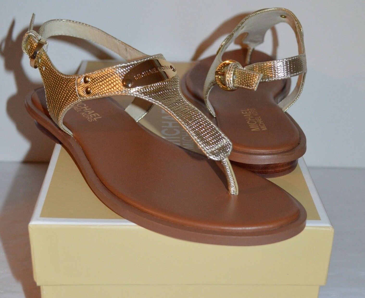 0e064de35c3 Michael Kors MK Plate Thong Leather Pale Gold Sandal Sz 6