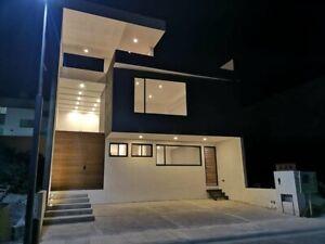 Casa en venta con Roof Garden en Lomas de Juriquila