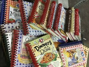 Lot of 5 Gooseberry Patch Cookbooks *Random Mix* Easy Meals Christmas Slow Cook
