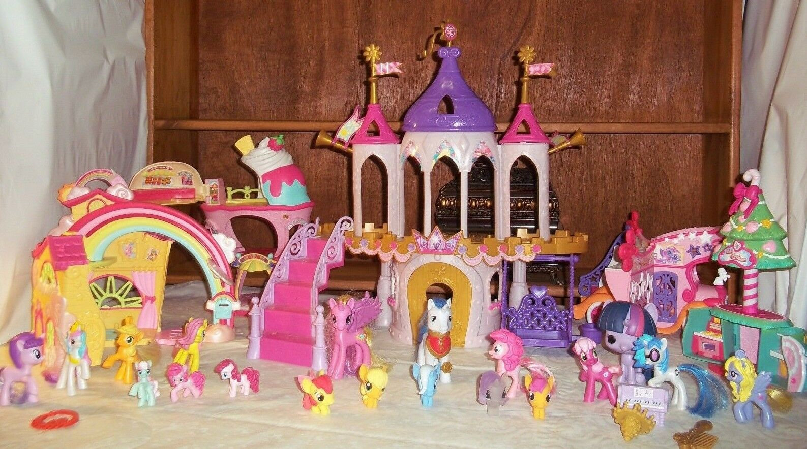 My Little Pony Princess Wedding Castle Playset PONY PONYVILLE & Ponies + More