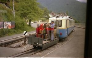 PHOTO-SWITZERLAND-MONTREUX-1988-TRAM-MGN-206-WITH-WAGON-AND-SUITCASES