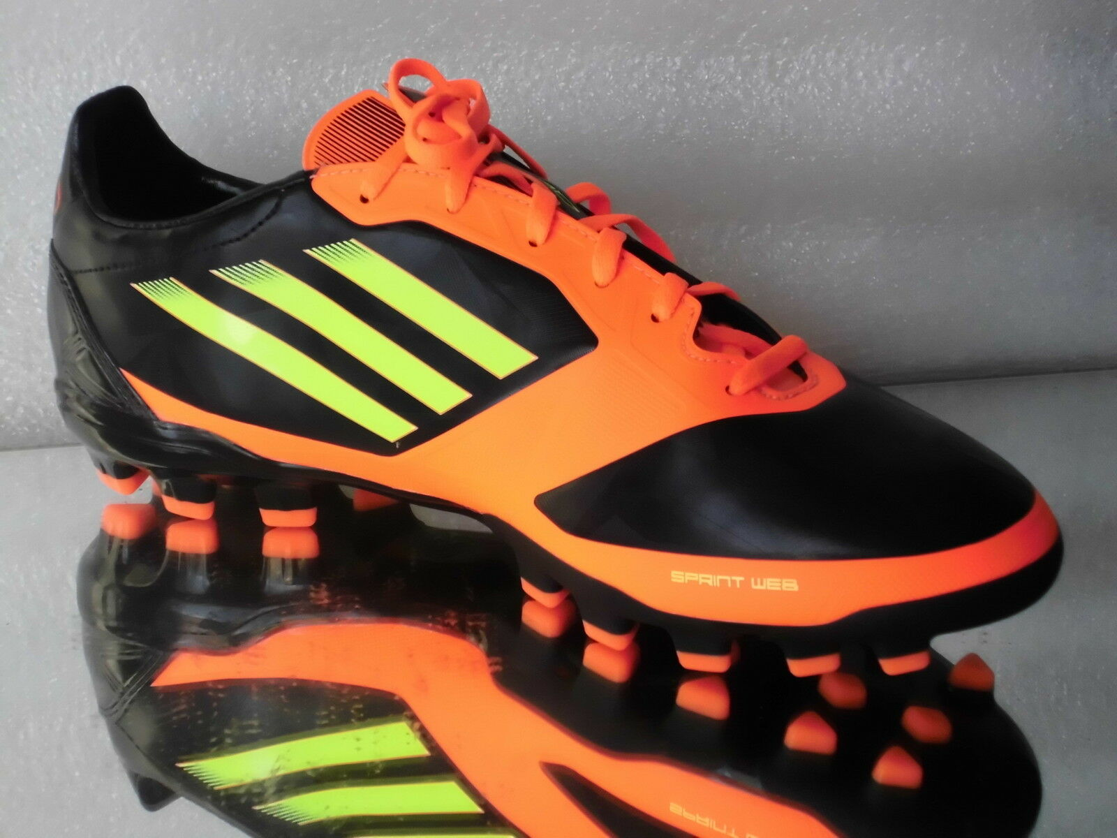 Adidas Fußballschuhe F30 TRX AG V23932  black red Neu