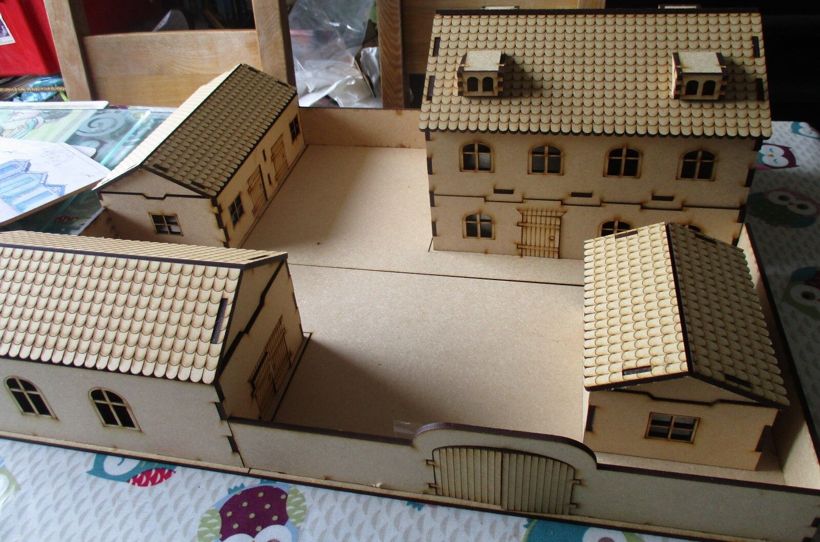 28mm LARGE Walled farm including House Barn Shed Stables WW2 Fantasy Historical